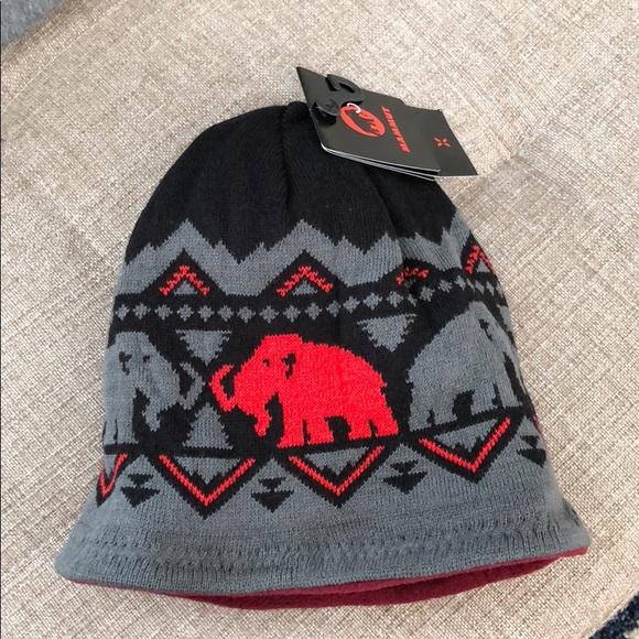 92584667d26 Mammut Merino Beanie grey red double side hat